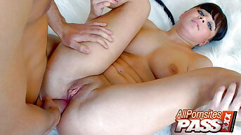 Cock Sucking Luba Gets Her Tochis Holes Explored